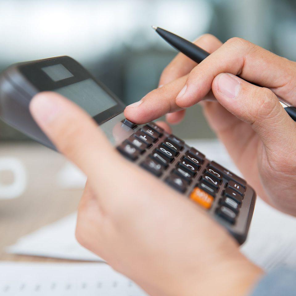 Qual a diferença entre custos fixos e variáveis?