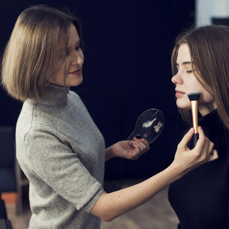 Como se tornar uma maquiadora de sucesso e conquistar sua independência financeira